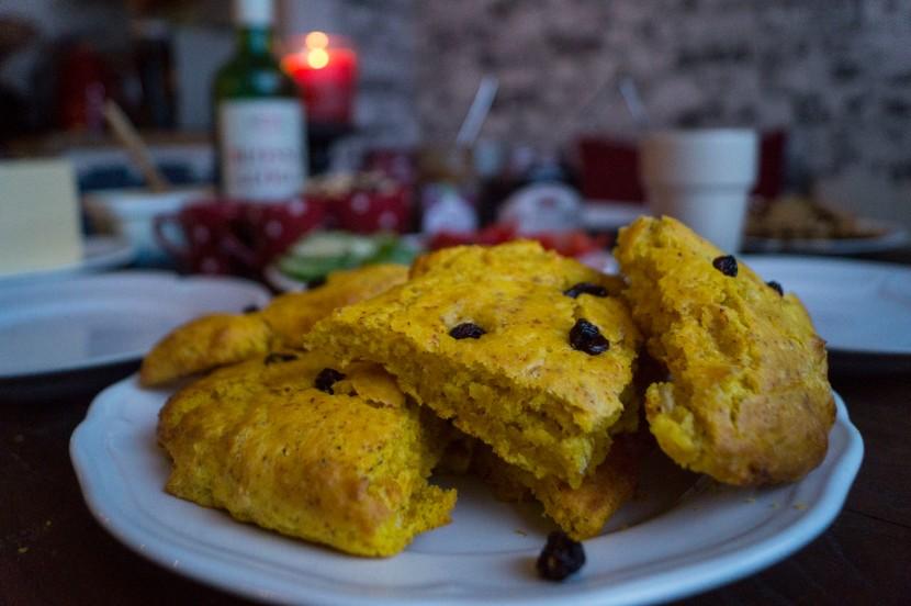 Glutenfria scones medsaffran