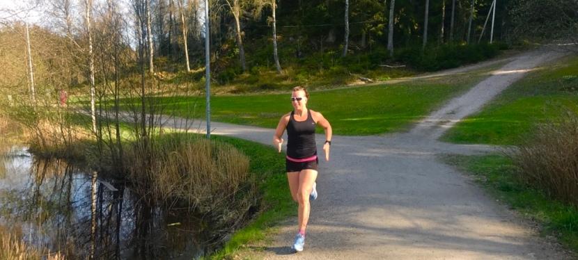 Löpning och hopp efter förlossningen- så stärker dubäckenbotten